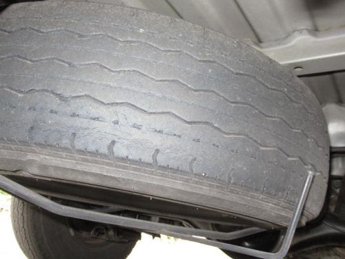 擦り減ったタイヤ